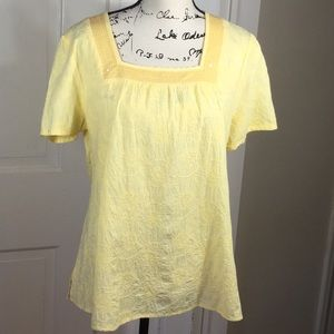 D & Co M yellow embroidered short sleeve top